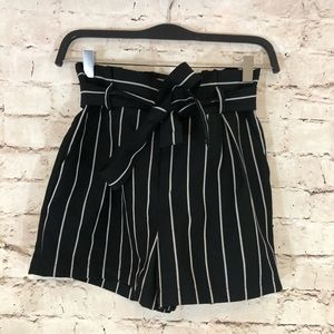 NWOT High Rise Black/white paperbag and shorts